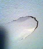 bonk-gat-muur-hoofd